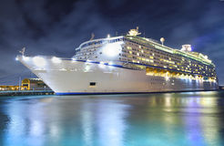 cruise-ship-night-23806179